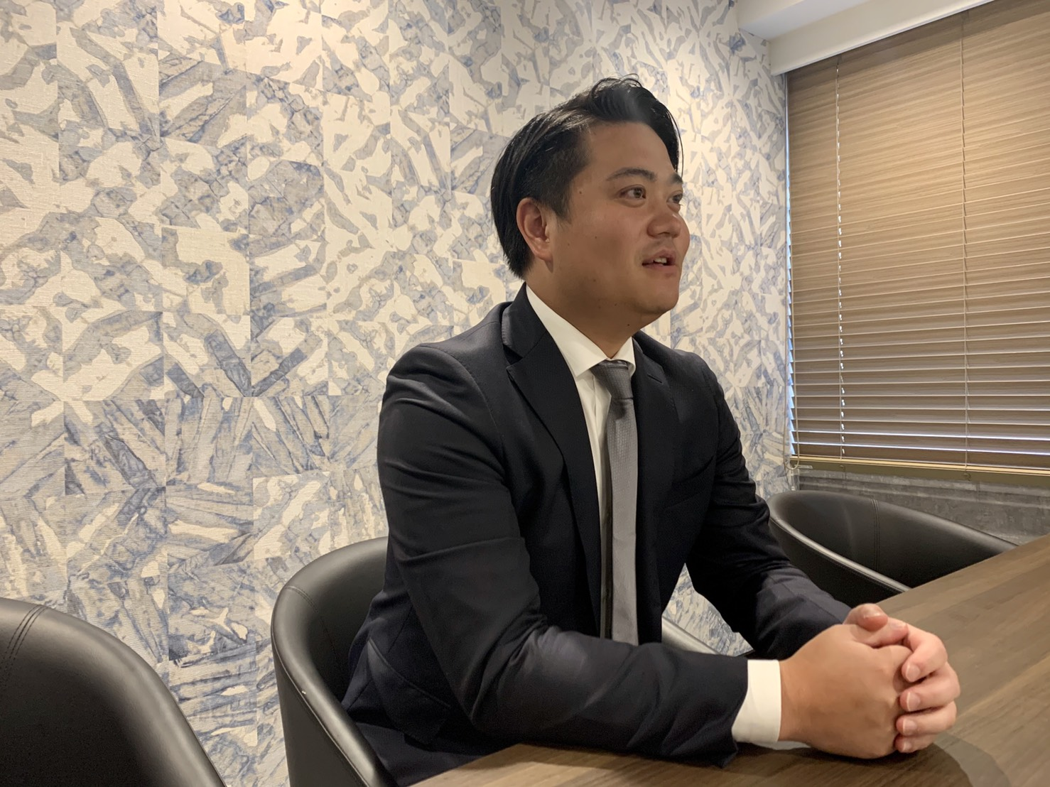 弊社取締役CFOの河本和真が『お金のカタチ』に紹介されました。